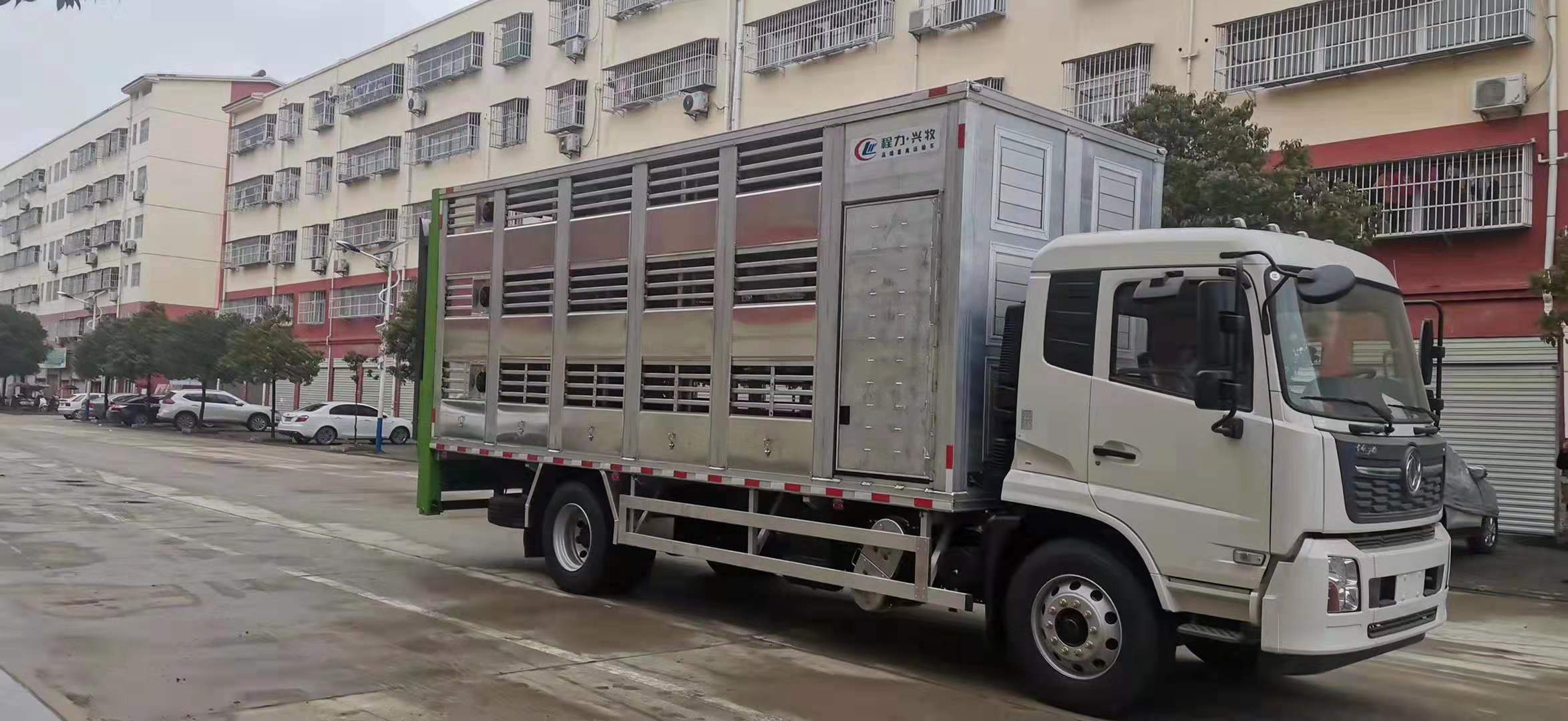 东风天锦国六畜禽运输车