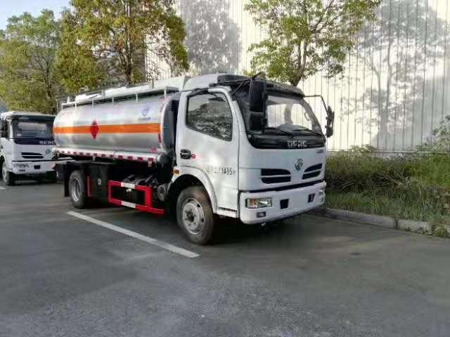 久龙牌东风多利卡D7油罐车6台现车准备出发中视频