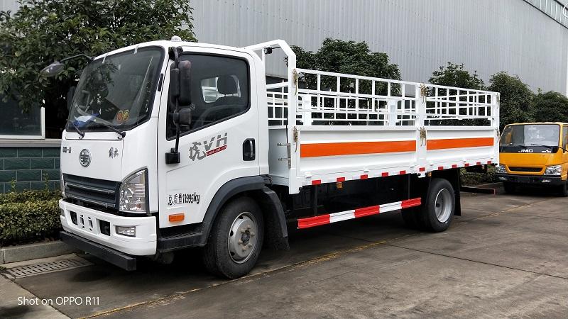 解放虎V潍柴140马力.厢长5米2气瓶栏板运输车配置 视频