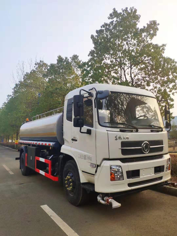 东风天锦180马力12吨洒水车视频
