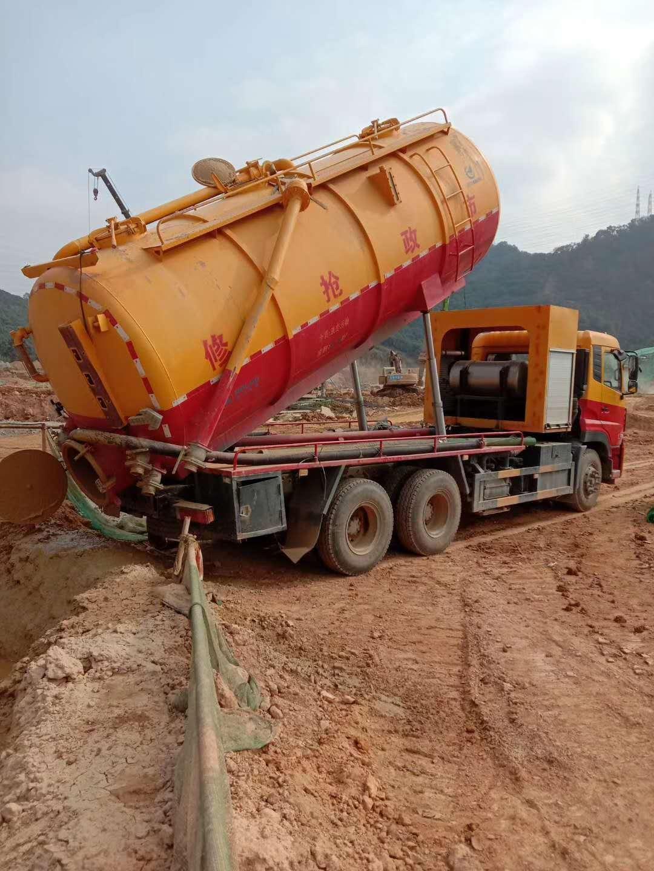 大连刘总定的东风天龙国五18方抽泥浆车准备发车