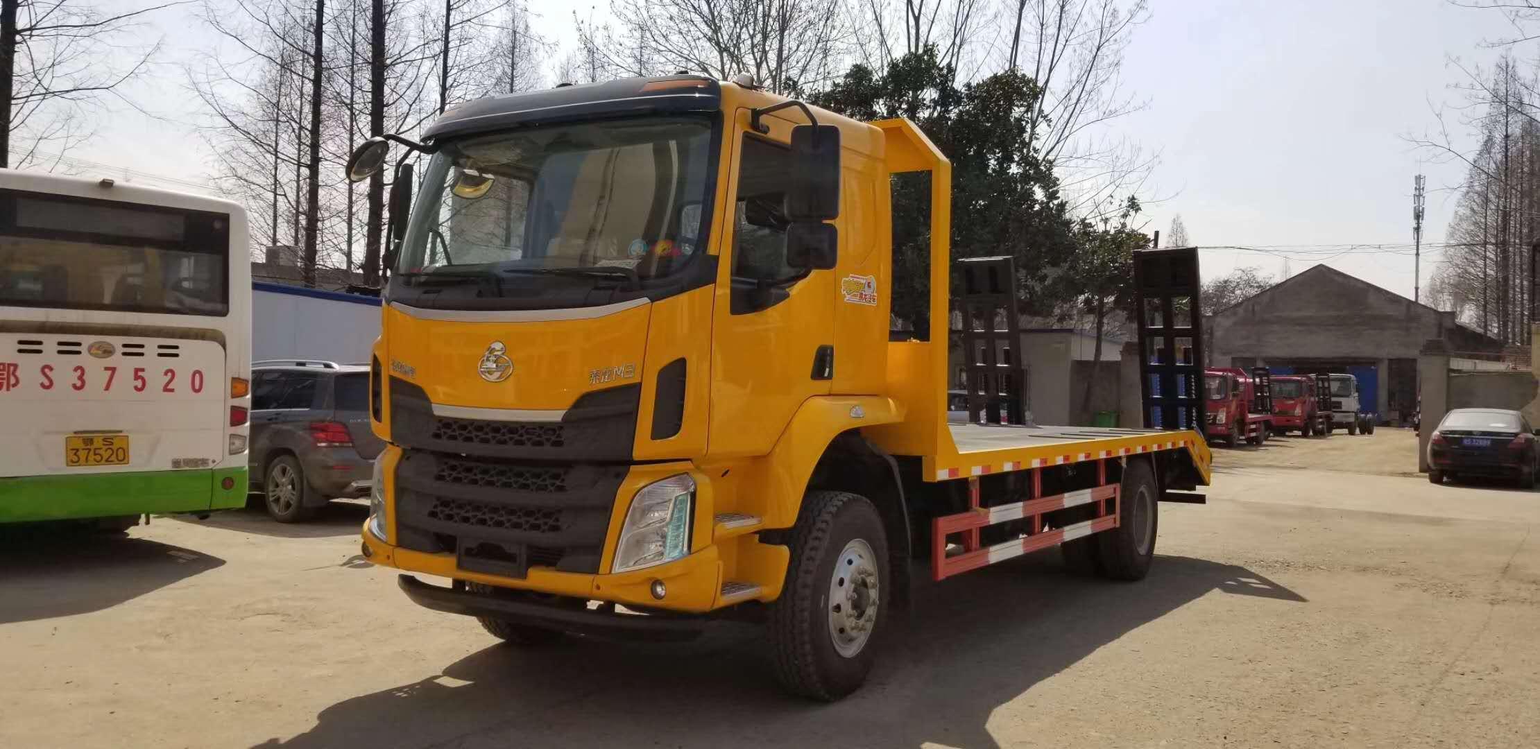 广西东风柳汽200马力工程车底盘平板拖车厂家价格,奥龙汽车周厂长推荐