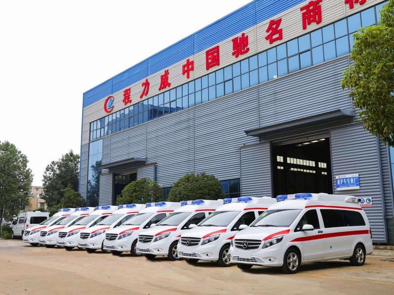 全省封鎖,程力救護車逆風而行救死扶傷圖片