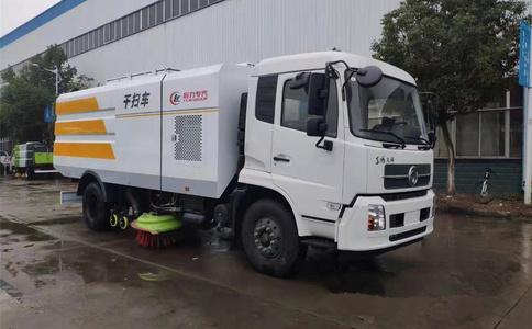 东风天锦吸尘车工作视频