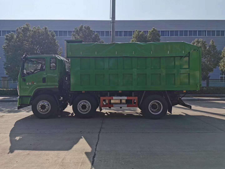 飛碟奧馳小三軸國六自卸垃圾車。圖片