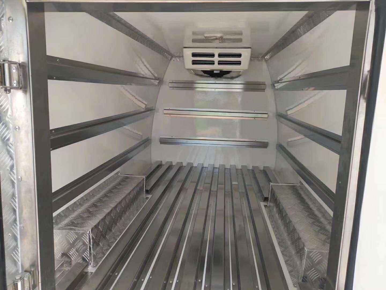 长安睿行M80国六面包冷藏车图片