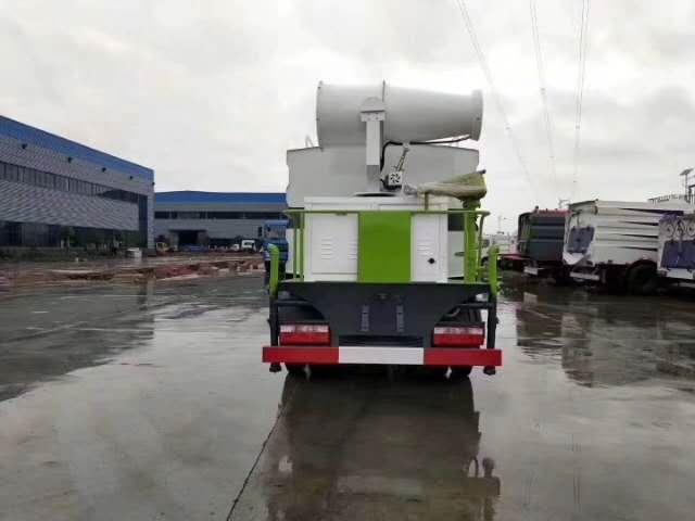 东风多利卡抑尘车,罐体容积:8方,配备50米喷雾炮,全方位工作视频。