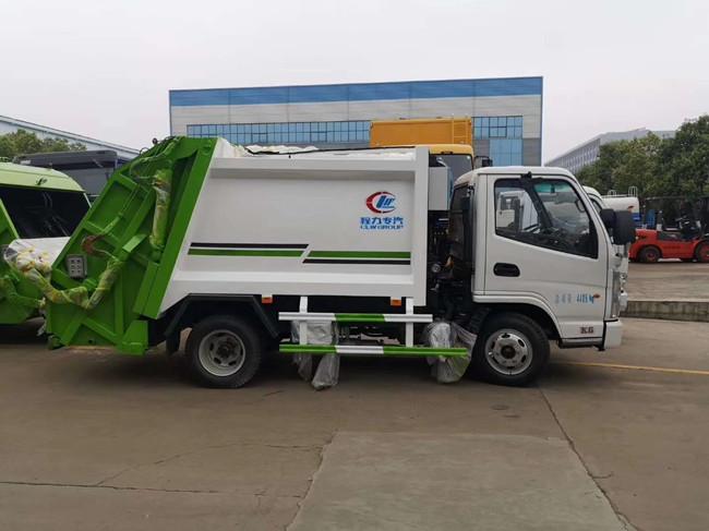 凯马3-4方压缩式垃圾车