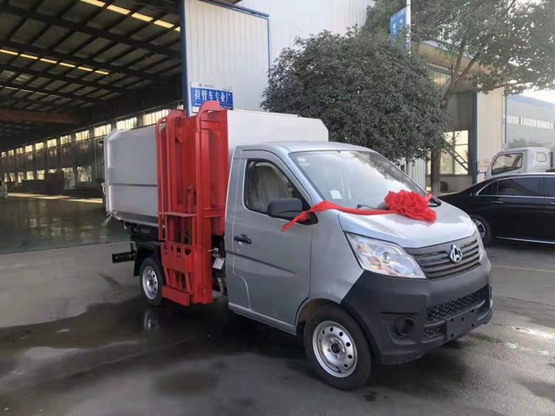 长安国五挂桶垃圾车视频