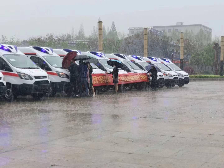 10台福特负压救护车捐赠武汉视频