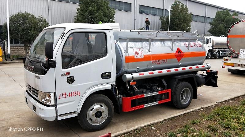 楚胜2吨蓝牌油罐车2020加油车生产基地全新报价  视频视频