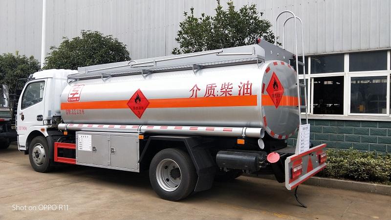 東風8噸加油車核載6.5噸 福瑞卡8.2立方油罐車配置 視頻視頻