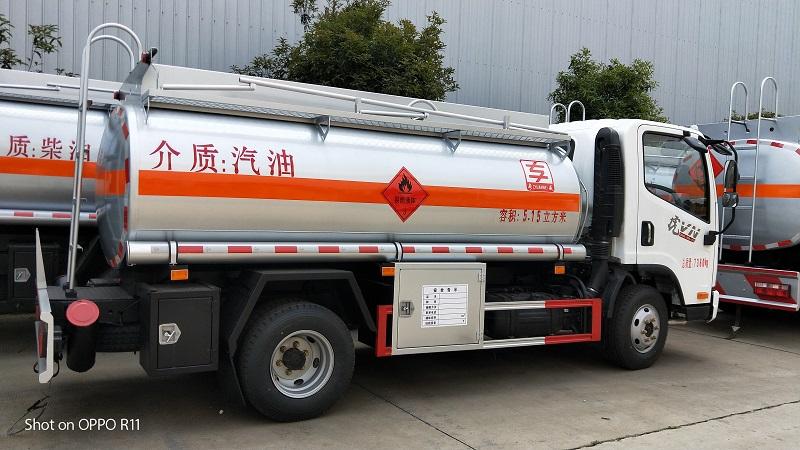 5噸加油車圖片 解放虎V 5.15立方油罐車配置報價 視頻視頻