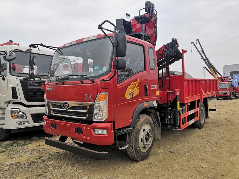 中国重汽随车吊_6.3吨折臂吊