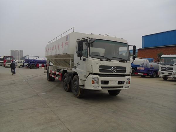 国五东风小三轴饲料运输车