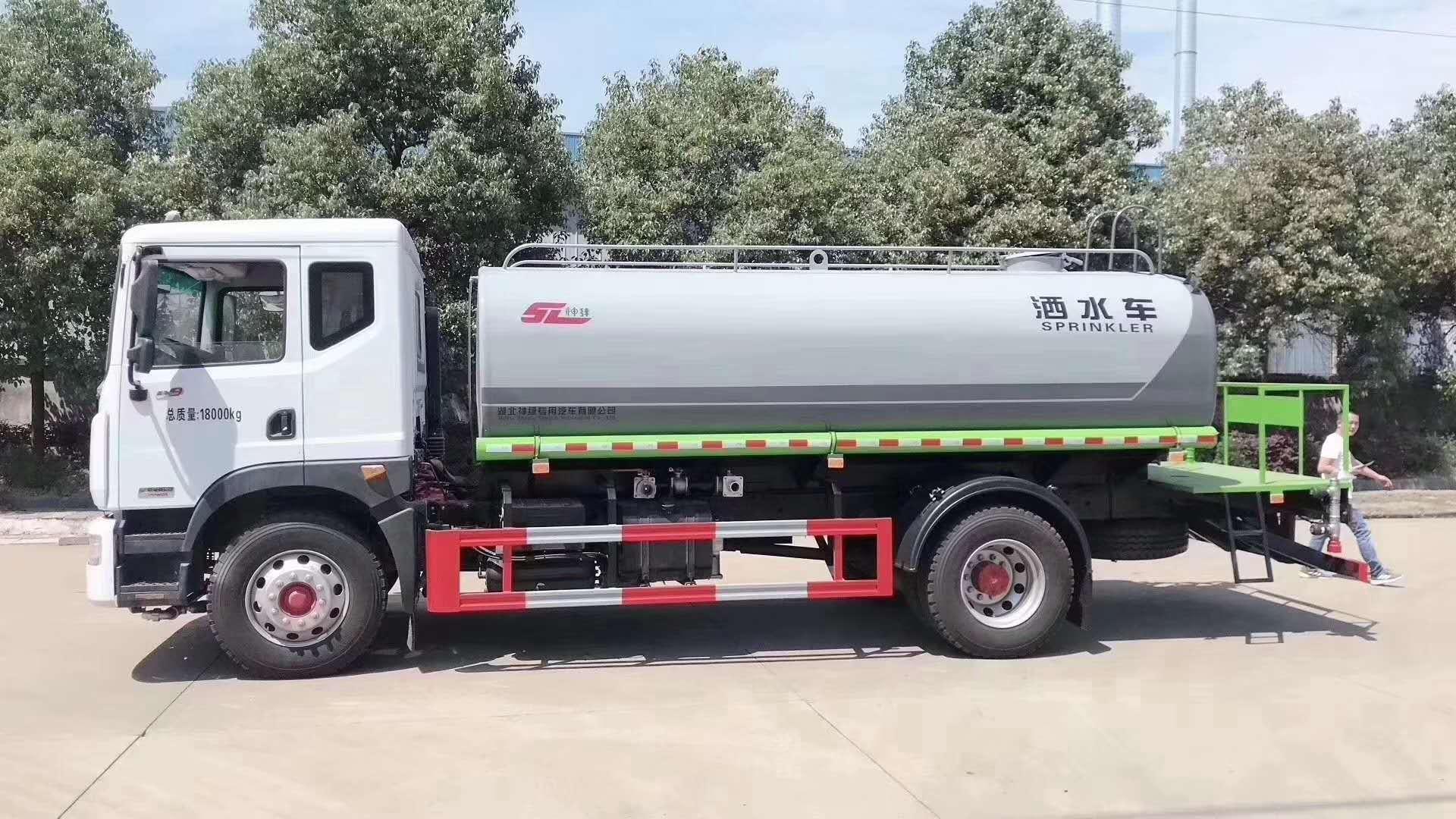 东风国六15吨洒水车   程力环卫洒水车生产厂家  洒水车图片