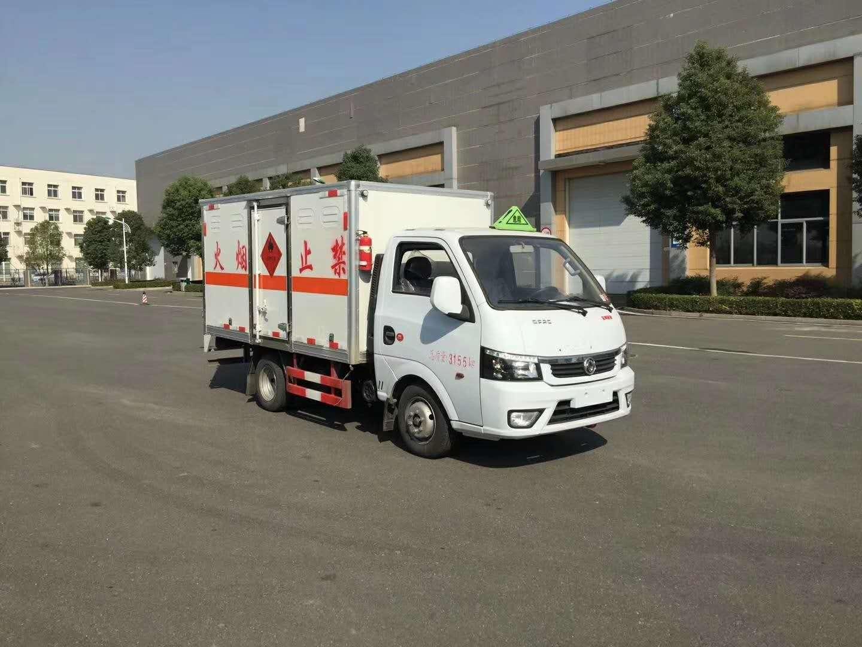 东风途逸国六汽油3米易燃液体厢式运输车
