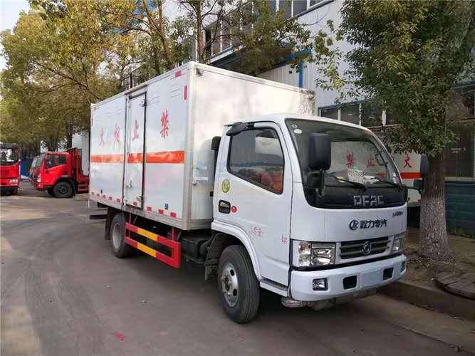 东风多利卡蓝牌4.1米易燃液体运输车