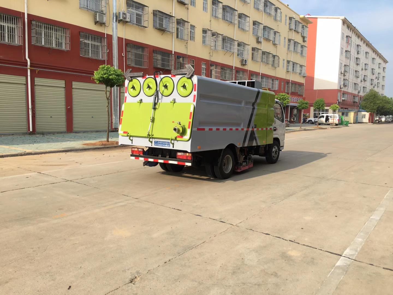 国六东风多利卡吸尘车图片