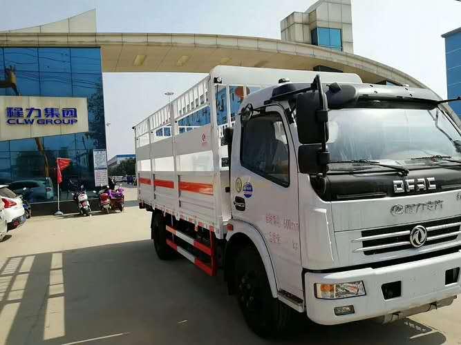 东风大多利卡载重7吨厢长5.1米气瓶运输车