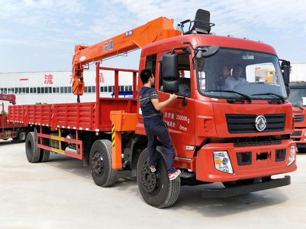 东风小三轴12吨石煤随车吊
