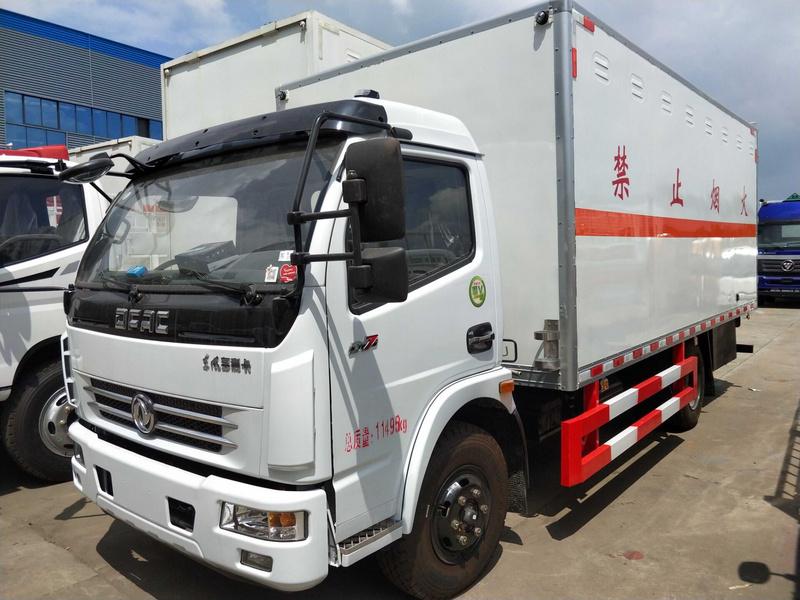 东风腐蚀性物品4米1厢式运输车