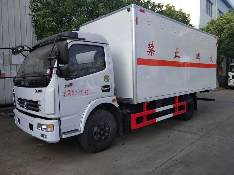 东风易燃液体5米2厢式运输车