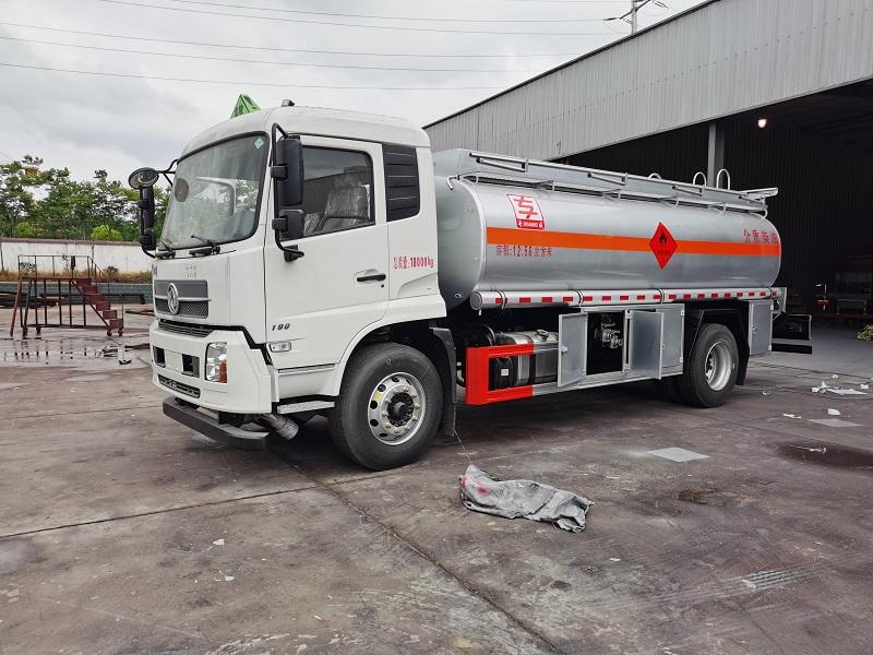 东风天锦单桥10吨加油车油罐车配置 视频视频