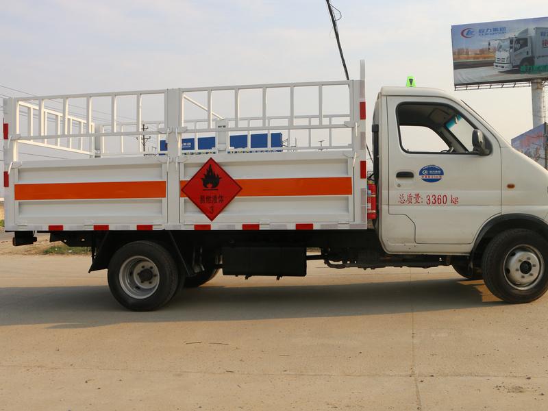 跃进小福星气瓶3米5栏板运输车