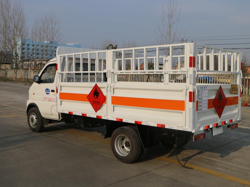 东风小多利卡气瓶4米1(栏板)运输车