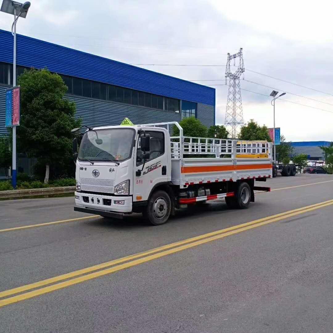 解放5米2气瓶运输车图片