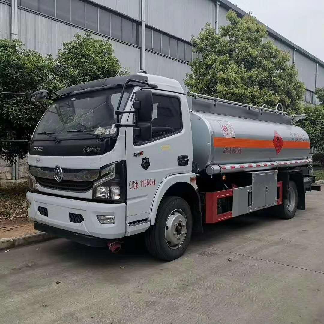 国六东风凯普特8吨油罐车图片