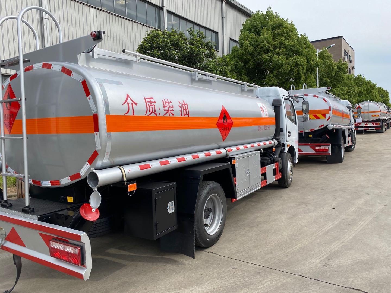 八吨油罐车