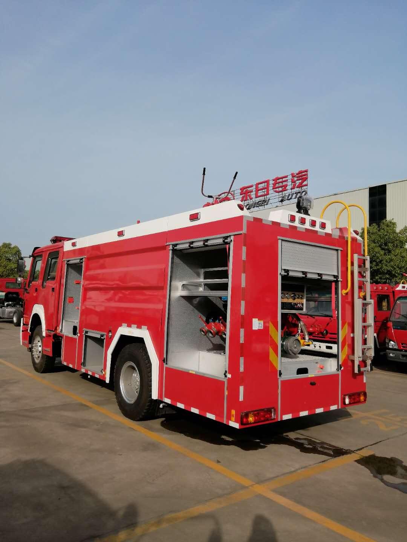 中石油辽宁石油库火灾,消防安全不容忽视。图片
