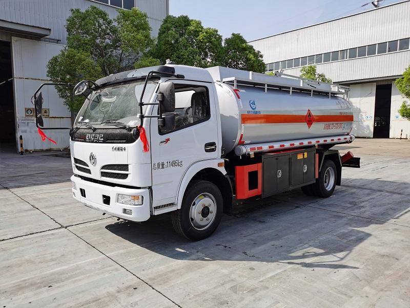 东风多利卡8吨加油车容积10.5方