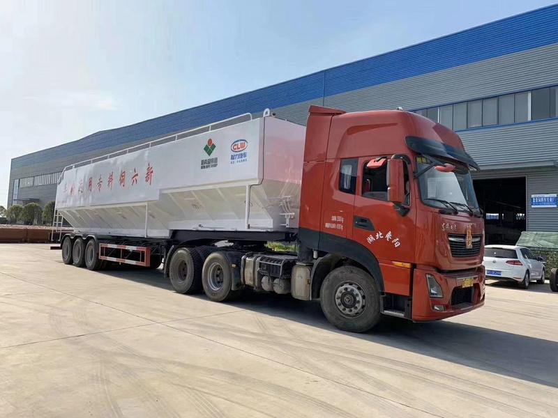 66方大吨位半挂散装饲料运输车价格图片配置参数13971799462