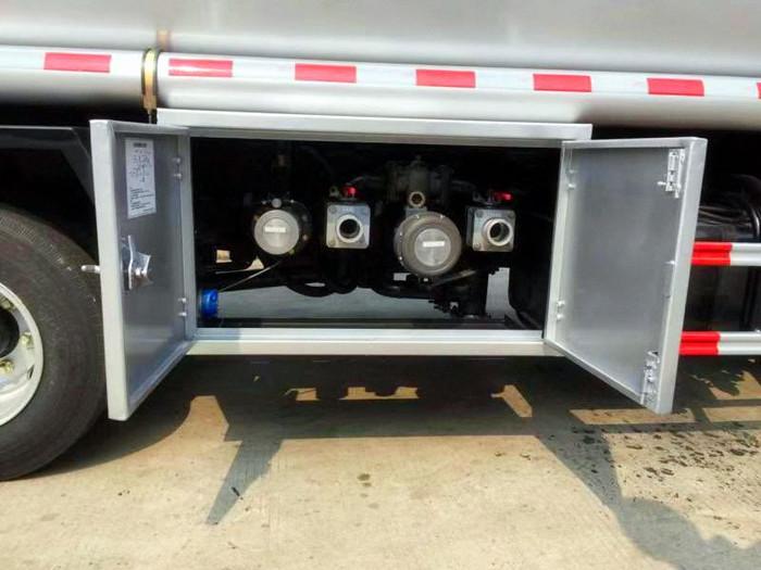 東風D9《12噸油罐車》