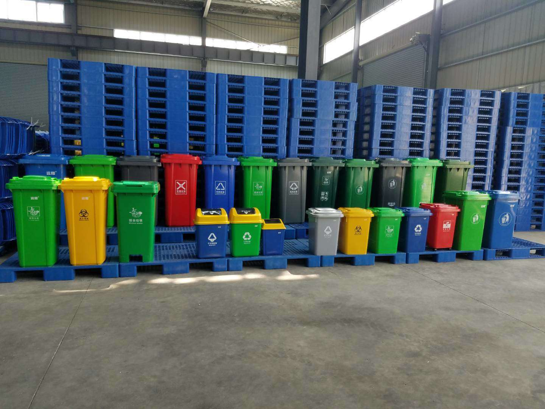 压缩垃圾车厂家和分类垃圾桶种类价格