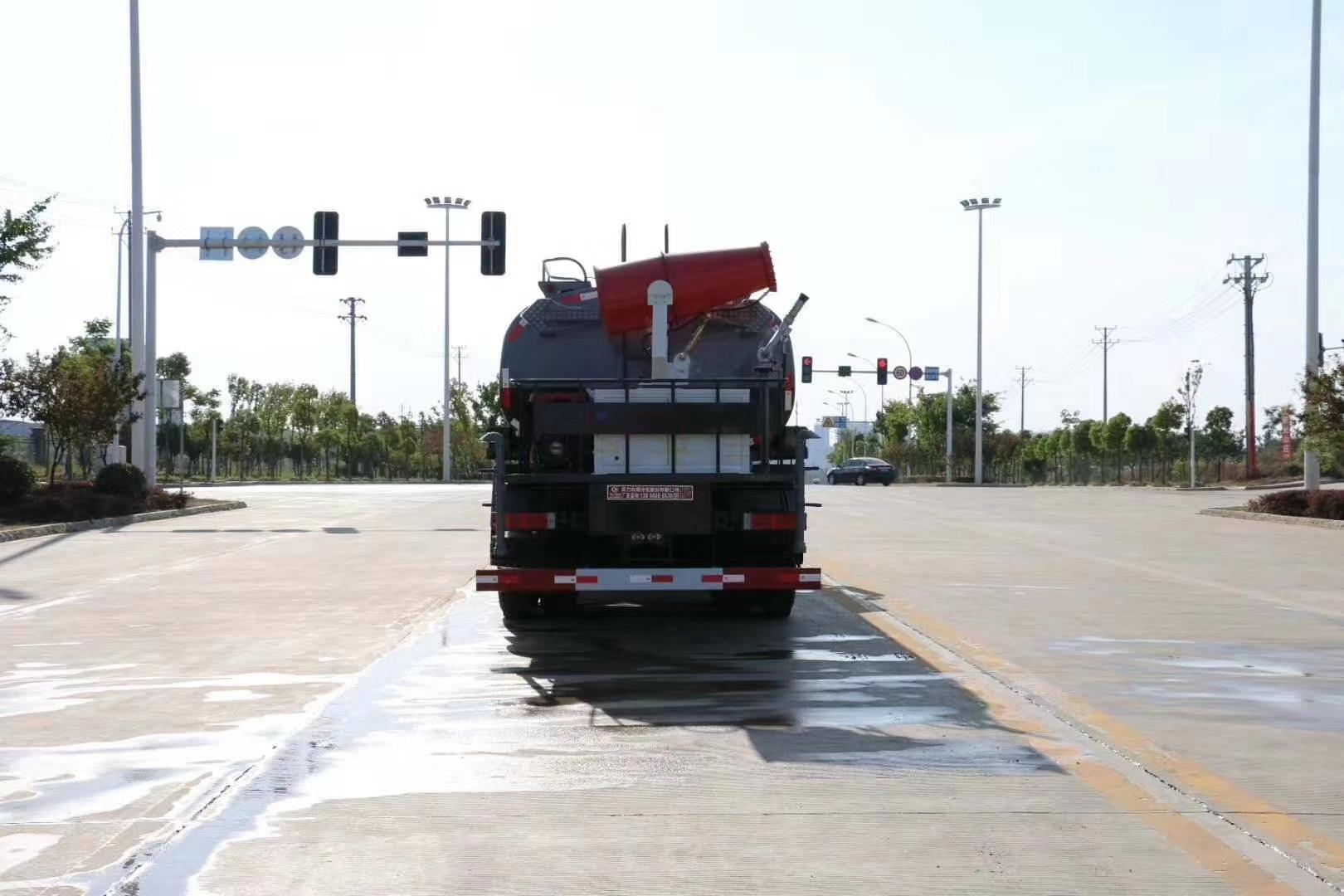 20吨东风天龙后双桥洒水车雾炮车国六康明斯290马力价格