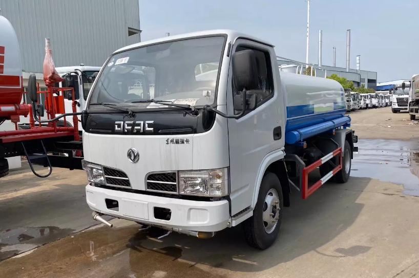 出口型5吨东风洒水车