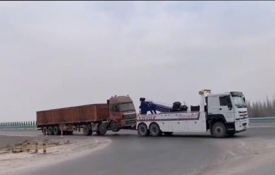 20吨30吨清障车厂家重汽豪沃后双桥拖车拖6轴拖大货车视频视频