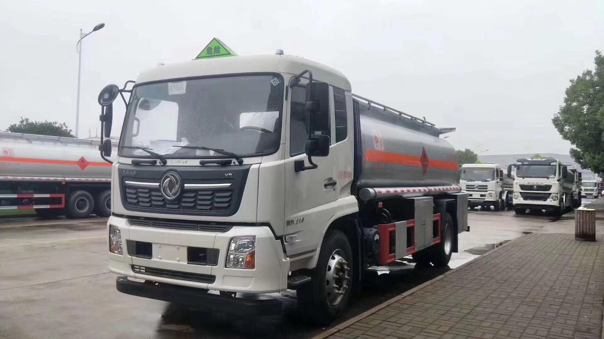 国六东风天锦碳钢10吨运油车图片