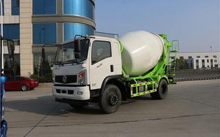 水泥混凝土搅拌车 厂家直销  小型搅拌车 经济性能强图片
