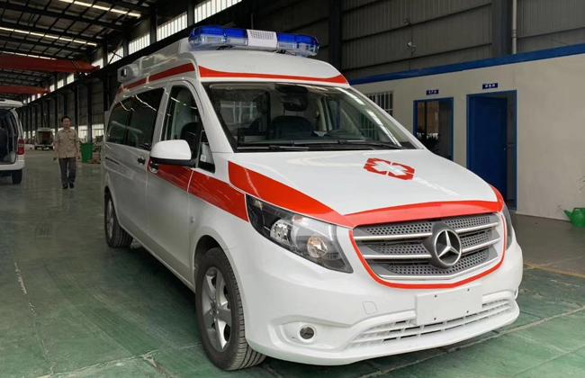 奔驰威霆救护车发往新疆日喀则视频
