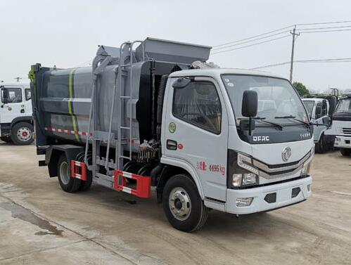 5 立方侧挂桶垃圾车厂家东风小多利卡蓝牌自装卸式垃圾车价格