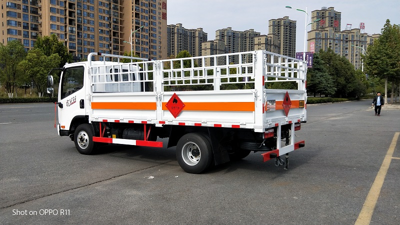 燃气瓶运输车 4米2危险品仓栏车 2类危险品运输车视频视频