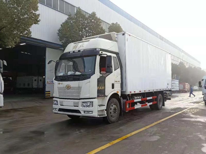 解放J6L6米8冷藏车价格