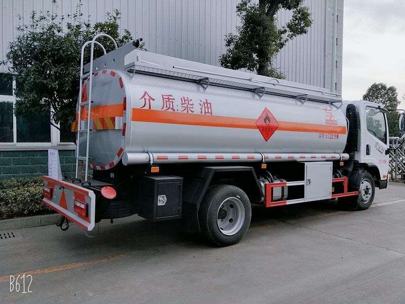 解放8.72方加油车 8吨油罐车参数价格 可分期送车上门视频