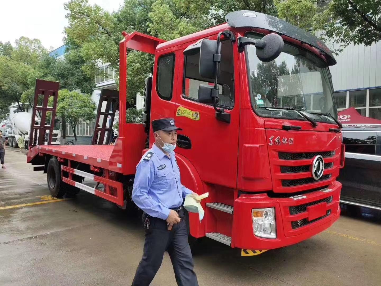 国六180马力8米4平板运输车挖机拖车图片