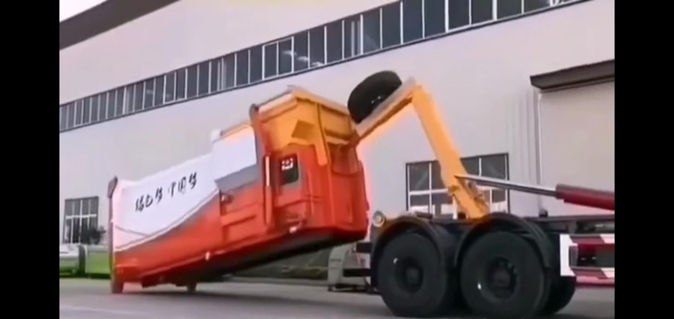 东风天龙后双桥勾臂垃圾车配18立方移动垃圾箱视频